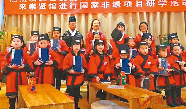 ■ 漢服文化走進校園。 受訪者供圖