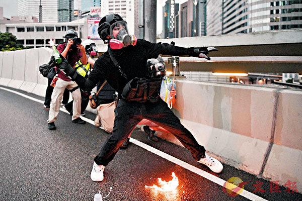 ■ 有法律界人士指,台灣所謂「專案」是有意將有案在身的激進分子拒之門外。 資料圖片