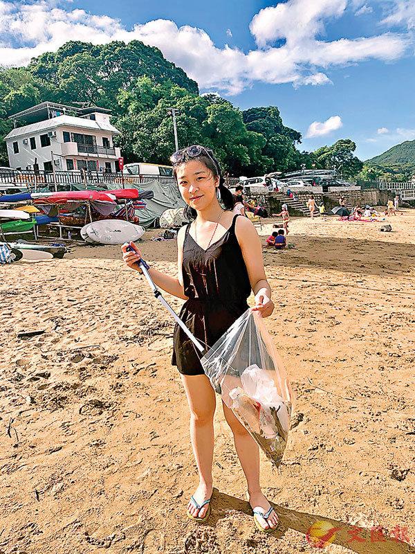 ■ 張若希呼籲大家游水或行山都要帶走垃圾。