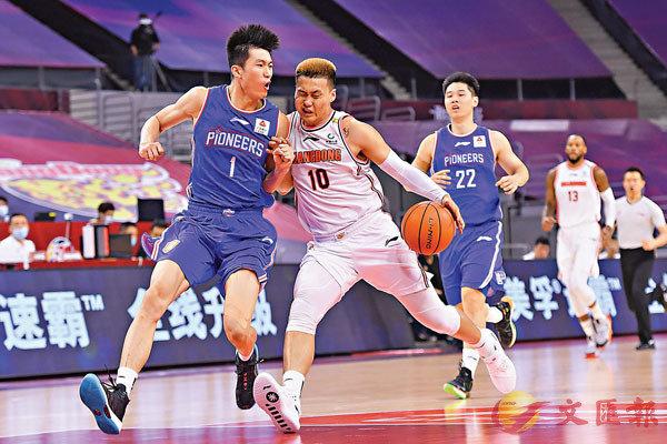 ■ 「96後」趙睿曾(10號)是中國籃壇的超級新星。 新華社
