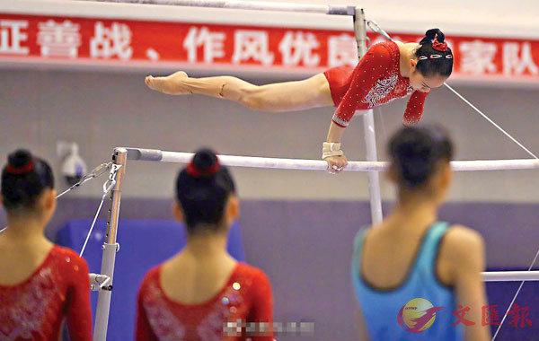 ■中國體操女隊日前進行冬訓難新動作測驗。 新華微博