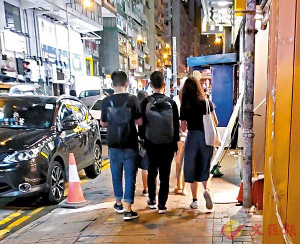 ■ 6月4日維園活動結束後,「眾志三巨頭」黃之鋒、羅冠聰和周庭撇下其他成員,到銅鑼灣一間樓上餐廳傾密偈。