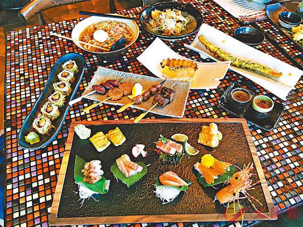 ■Izakaya Menu包羅了刺身盛盒、紫蘇雞沙律、磯煮鮑、海鱸卷、星鰻魚、精選爐端燒燒物、月見牛肉冰見湯烏冬及焦糖布甸等。