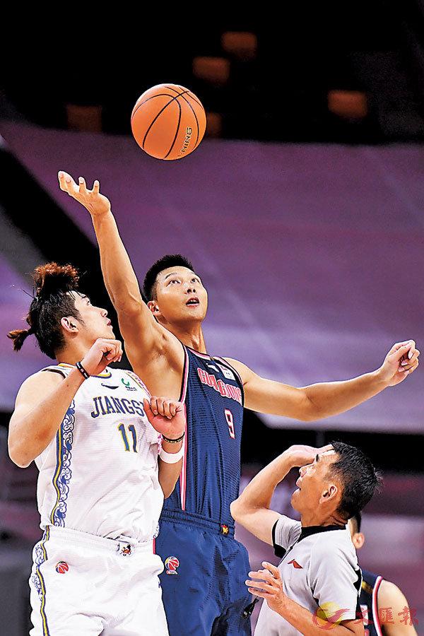 ■ 易建聯(中)職業生涯在常規賽取得4,252個籃板。 新華社
