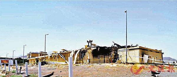 ■ 納坦茲核設施的天花被炸穿,牆身被熏黑。 美聯社