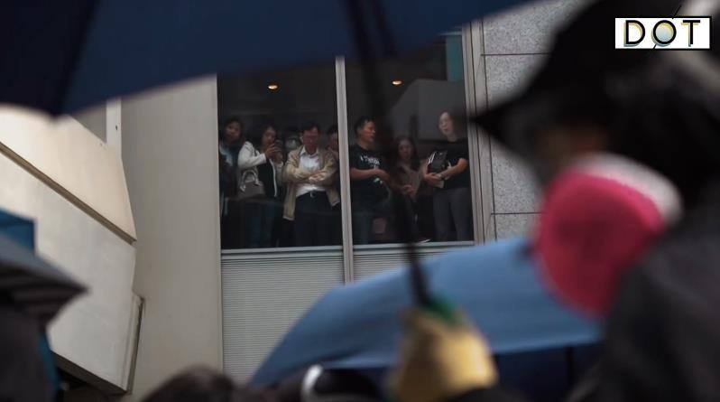 香港暴亂之後�U代溝