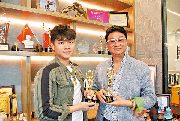 ■徐小明和兒子徐浩崑合唱的勵志歌《祝福以後》獲第11屆華語金曲獎。