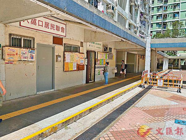 ■民主黨區議員黃炳權的辦事處是「初選」投票站之一,惟投票開始後未見人潮。 香港文匯報記者 攝