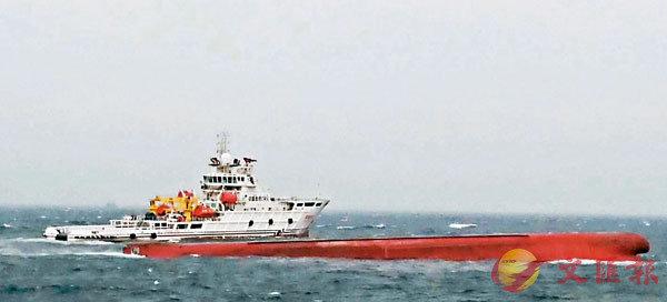 ■一艘大陸運砂船26日晚間於澎湖海域翻覆,事發後兩岸海巡單位出動人員共同搜救。 網上圖片