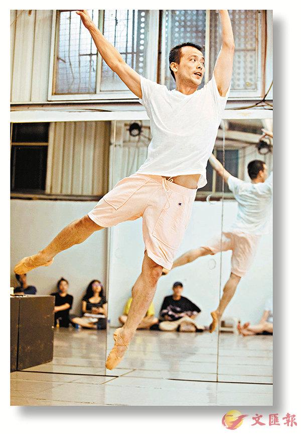 ■陳武康形容舞作雖是獨舞,但很繽紛,如同「大餅包小餅」。
