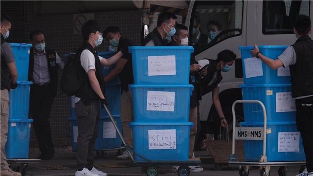 警方搜查壹傳媒近4小時 搜獲25箱證物