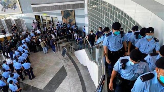 大批警員續搜壹傳媒大樓 黎智英押回助查