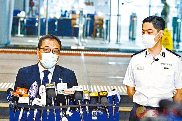 ■ 李桂華(左)與郭嘉銓昨晚簡報案情。香港文匯報記者  攝