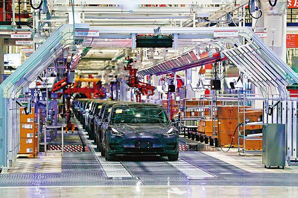 ■ 《意見》提出,要鼓勵外商來華投資設立研發中心。圖為特斯拉在上海的超級工廠。 資料圖片