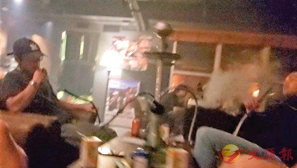 ■水煙吧每�^客人共享一個水煙壺,互相吞雲吐霧,增加播疫風險。