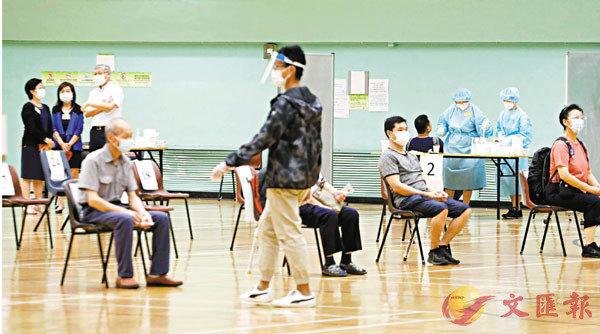 ■截至昨晚8時,累計已有近120萬人登記接受檢測,共85.6萬個樣本完成檢測。 香港文匯報記者  攝