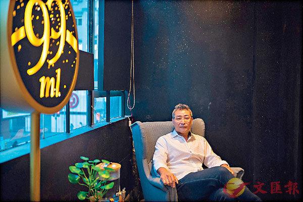 ■尖沙咀「99ml」香水店老闆梁家傑指,生意大跌八成,仍被業主強硬追租兼收利息,一紙律師信已能把他置於死地。
