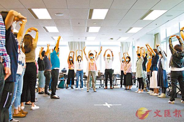 賽馬會「樂天心澄」靜觀校園文化行動為老師提供為期8周的靜觀培訓課程。港大供圖