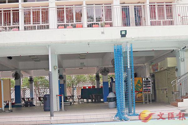 疫情下被迫停課,近千所中小學校內小食部亦要「拉閘」休息。香港文匯報記者  攝