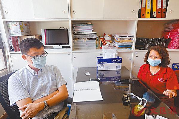 梁焯洪(左)及蕭太(右)均希望疫情盡快消退,校園恢復本來面貌。香港文匯報記者  攝