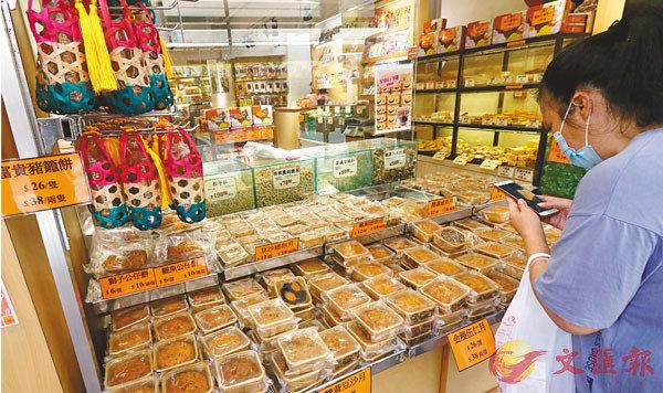■今年中秋月餅普遍滯銷。 香港文匯報記者  攝