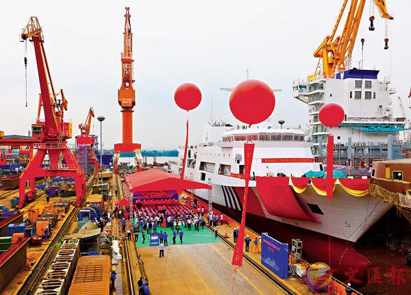 ■中國最大萬噸級海事巡邏船「海巡09」輪29日在廣州成功出塢。 中新社