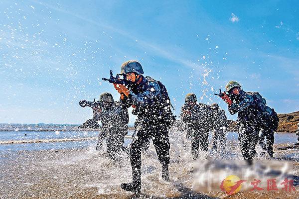 ■解放軍某合成旅近期組織瀕海訓練。圖為搶灘登陸演練。 網上圖片