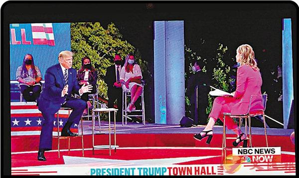 ■ 特朗普(左)在關鍵問題上被主持人緊咬不放。 新華社