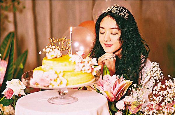 ■趙麗穎今年生日可謂雙喜臨門。 網上圖片