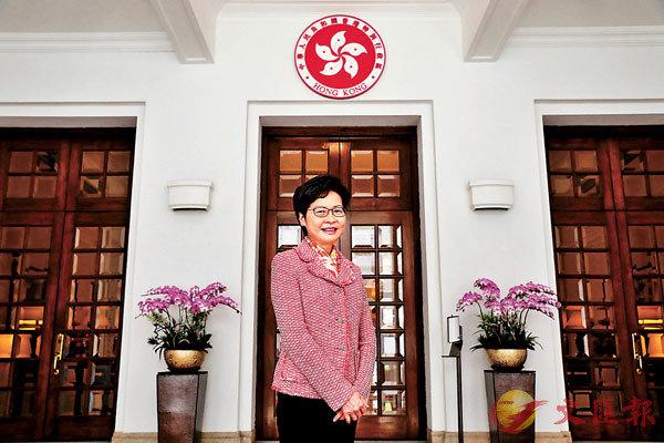 ■ 林鄭月娥相信,香港文創產業在節目、舞台設計、策展等多方面有高水平的軟實力。 香港文匯報記者 攝