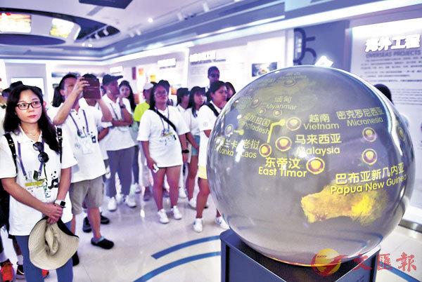 ■ 香港青年在成都市社區、企業、博物館等參觀交流。 資料圖片