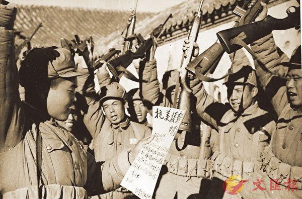 ■ 中國人民志願軍戰士抗美援朝群情激昂。