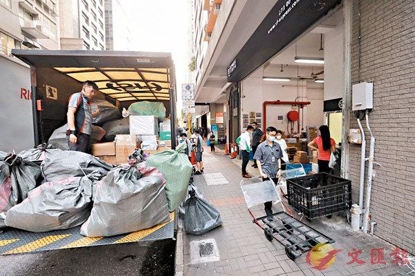 ■集運業貨物處理量比今年初翻了一倍。 香港文匯報記者  攝