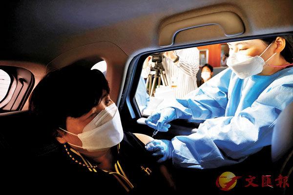 ■ 韓國政府繼續推行接種計劃。 路透社