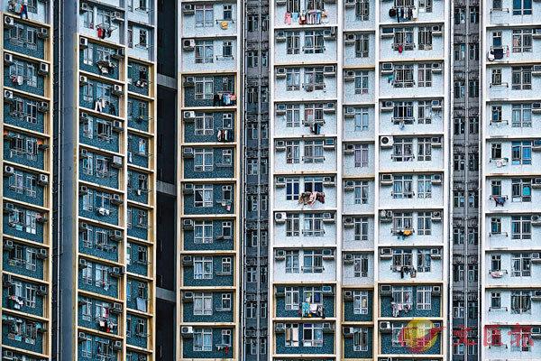 ■房委會今起為全港1,575幢公屋大廈展開公用排水管檢查計劃。圖為位於黃大仙的公屋屋�h。   資料圖片