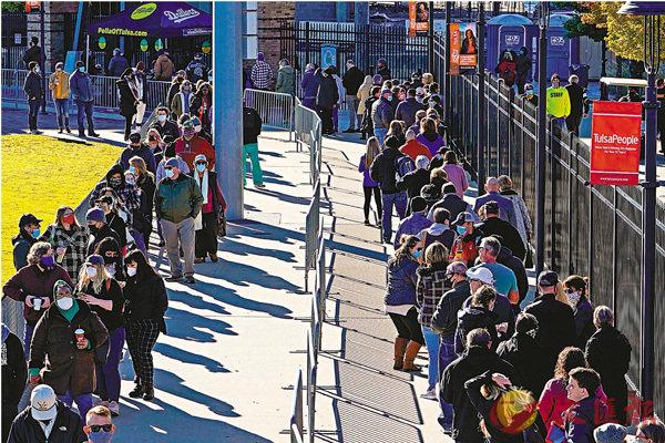 ■大批選民到票站投票。 路透社