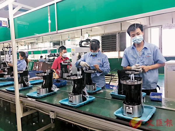 ■ 廣東小家電出口企業提升產能,加緊供貨海外。記者敖敏輝  攝