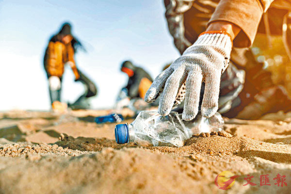 ■膠樽是常見的海洋垃圾。 網上圖片
