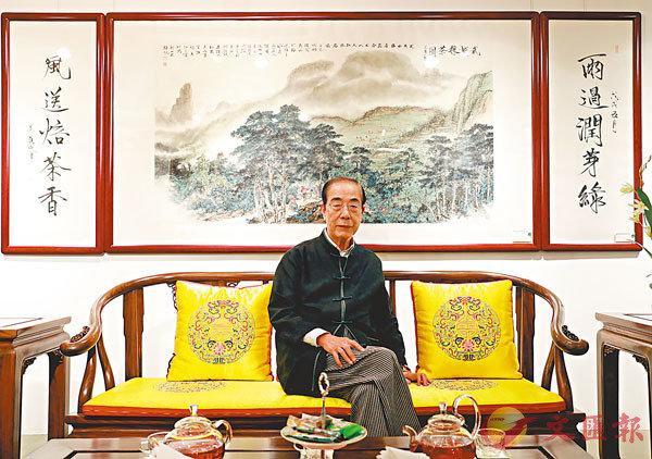 ■楊孫西在商場上「且戰且退」後,重拾書法和攝影的樂趣。