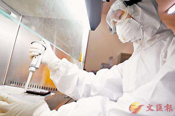 ■趙立堅表示,國際上不斷出現關於新冠肺炎疫情暴發時間、地點等報道。圖為湖南衡陽的南華大學附二醫院PCR實驗室,檢驗醫生在進行核酸實驗檢測。 資料圖片