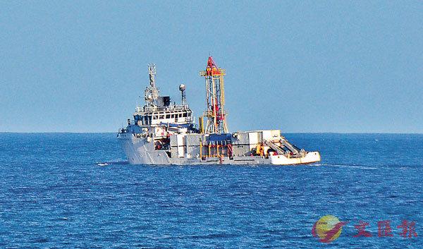 ■探測船18日連夜北上花蓮縣支援搜尋失聯的F-16。 中央社