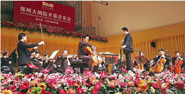 ■著名指揮家林大葉攜手上海交響樂團傾情演繹開幕音樂會。 馮雷 攝