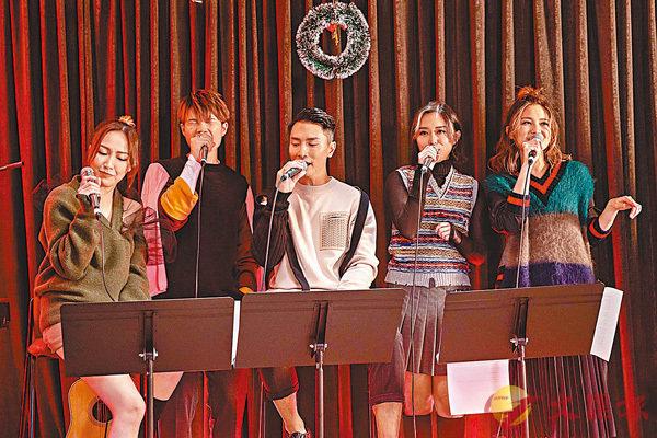 �一眾歌手出席喬遷派對並預祝聖誕。