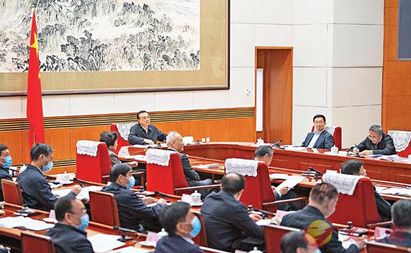 ■11月20日,中共中央政治局常委、國務院總理李克強在北京主持召開部分地方政府負責人視頻座談會,分析經濟形勢,部署推動經濟社會發展工作。 新華社