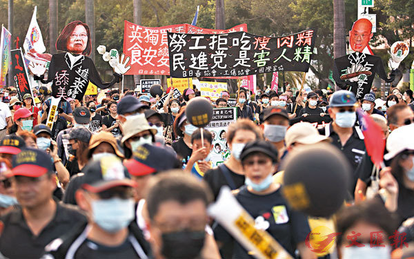 ■「秋鬥」22日登場,主辦單位宣稱約有5萬人參與。 中央社