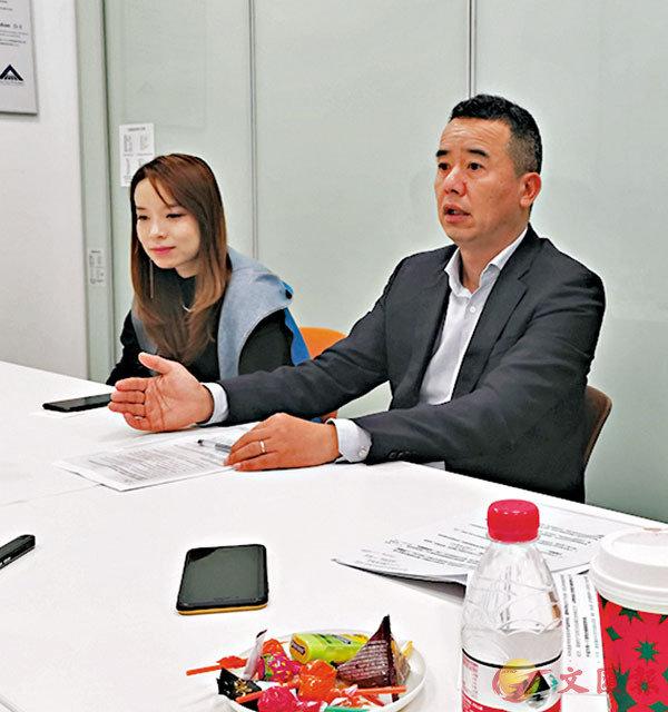 ■蔡曉東(右)指近年寵物市場競爭愈加激烈。 倪夢璟 攝