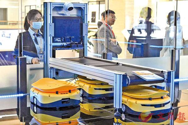● 2020年12月,廣州市南沙區「人工智能」圖書館開館試運行。 中新社