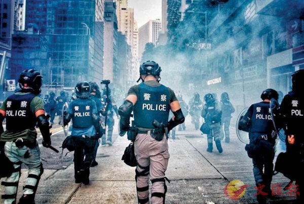 ●袁美清的獲獎攝影作品《無畏無懼》。網上圖片