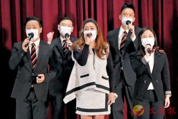 ●警隊唱家班與黎瑞恩合唱《捍衛香港》。   網絡截圖