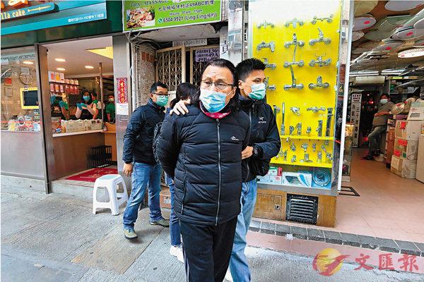 黃國桐涉「協助罪犯」,昨早被警方拘捕。同日另有10人同涉「協助罪犯」被捕。 香港文匯報記者  攝